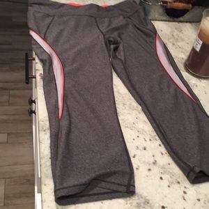 Betsy Johnson Workout capris size L